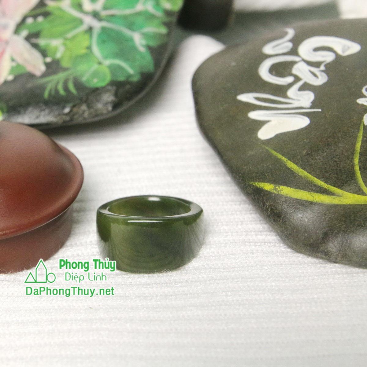 Nhan ngoc bich nephrite jade